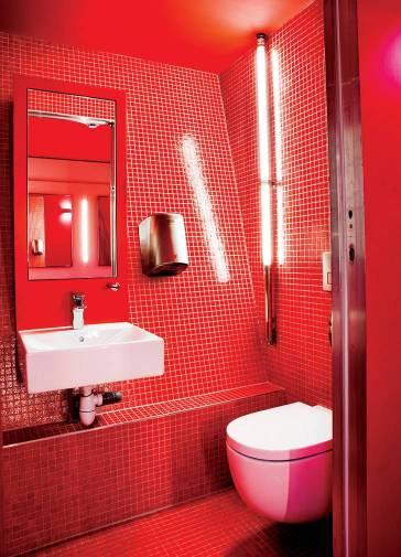Productos Roca en los baños de la Torre Eiffel